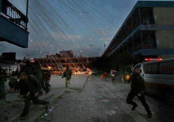 Bomba racimo cayendo sobre Gaza. Este tipo de bomba de fósforo al impactar sobre un ser humano no se apaga con nada. Eso lanza sobre Gaza Israel.10525626_725983290776699_8667924069122357863_n